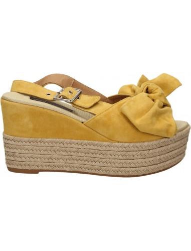 frau sandalo sole